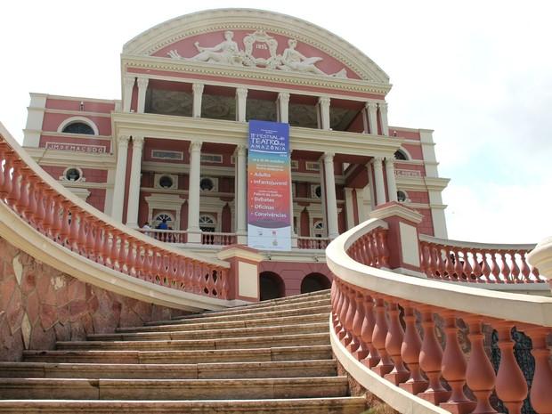 Teatro Amazonas faz parte dos monumentos do Largo (Foto: Jamile Alves/G1 AM)