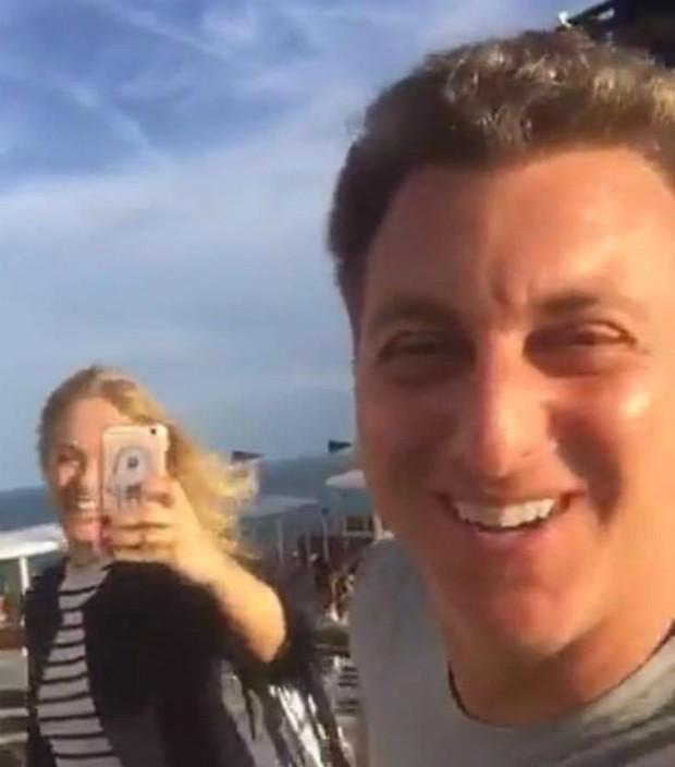 e34ba1bbc6936 Luciano Huck acompanha Angélica em gravação de programa de TV (Foto   Reprodução Snapchat