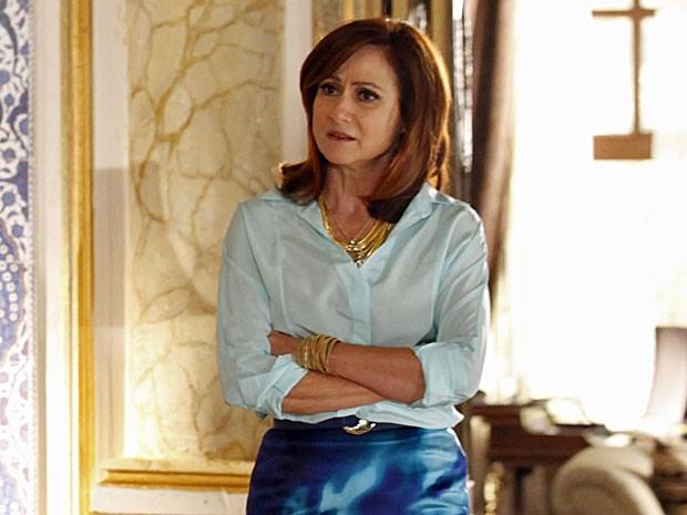 Berna exige que Mustafa seja honesto com ela (Foto: Salve Jorge/TV Globo)