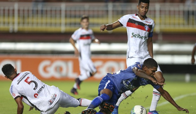 Raniel; Cruzeiro; Joinville (Foto: Geraldo Bubniak/Light Press)