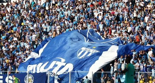 pega lá (Jamira Furlani/Avaí FC)