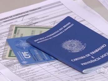 Carteira de trabalho, CPF e RG (Foto: TV Anhanguera/Reprodução)