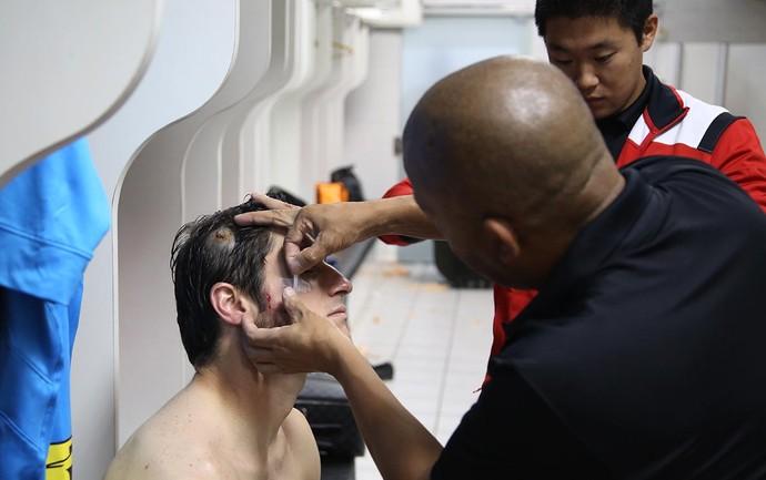 Corte na cabeça de Denis, do São Paulo (Foto:  Rubens Chiri/saopaulofc.net)