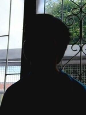 Menino se escondeu atrás de uma estante e ligou para polícia  (Foto: reprodução/TV Tem)