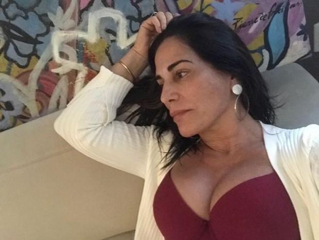 Gloria Pires usando um body decotado (Foto: Reprodução/Instagram)