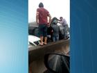 Acidente com capotamento deixa transito lento na Terceira Ponte, ES