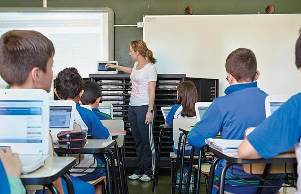 Em 278 escolas, notebooks são usados para testar como a Khan Academy se encaixa nas aulas (Foto: Arthur Nobre)