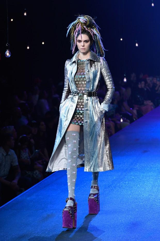 Kendall Jenner desfila na semana de moda de Nova York, nos Estados Unidos (Foto: Slaven Vlasic/ Getty Images/ AFP)