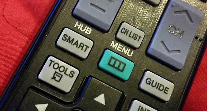 SmartTV tem botão no controle remoto para acessar a tela com o app do Netflix (Foto: Barbara Mannara/TechTudo)