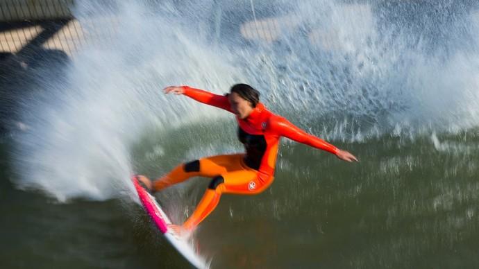 Carissa Moore emplacou várias rasgadas nas ondas artificiais (Foto: Divulgação)