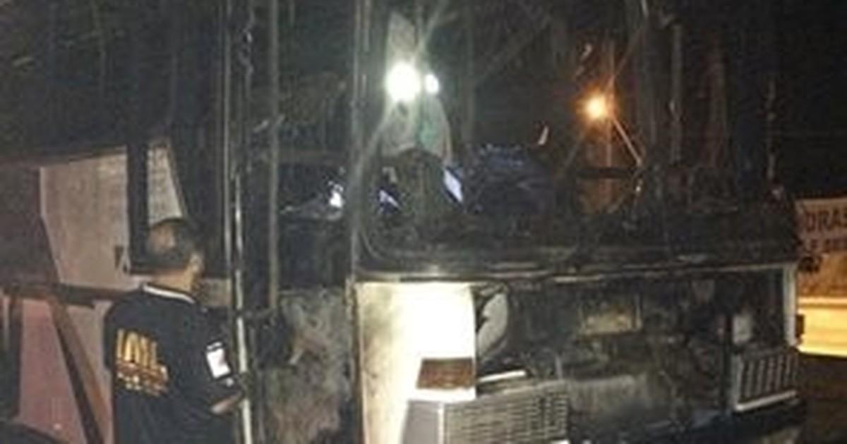 Moradores de rua em MG morrem carbonizados dentro de ônibus - Globo.com