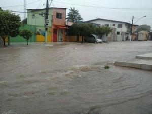 Travessa Turiano Meira no momento da chuva (Foto: Rudinei  Chuas)