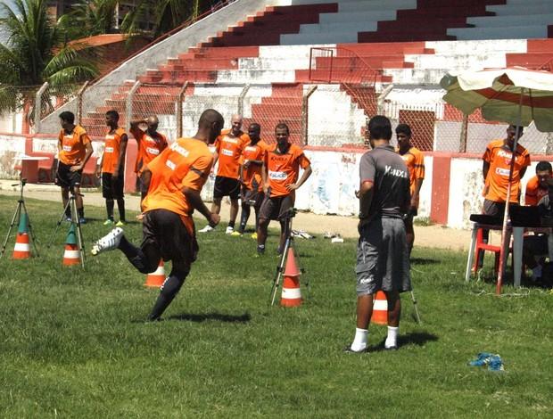 CRB treina na Pajuçara (Foto: Júnior de Melo/Ascom CRB)