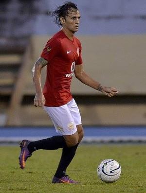 Capixaba Pepeta (15) em ação pelo Rewa FC, na Liga dos Campeões da Oceania (Foto: OFC via Massimo Colombini)