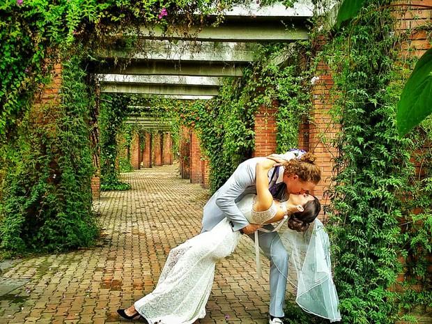 A foto mostra o primeiro casamento da dupla, que foi na Colômbia (Foto: Cheetah Platt/Arquivo pessoal)