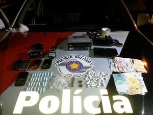 Homem é preso por tráfico de drogas em Aparecida, SP (Foto: Divulgação/ Polícia Militar)