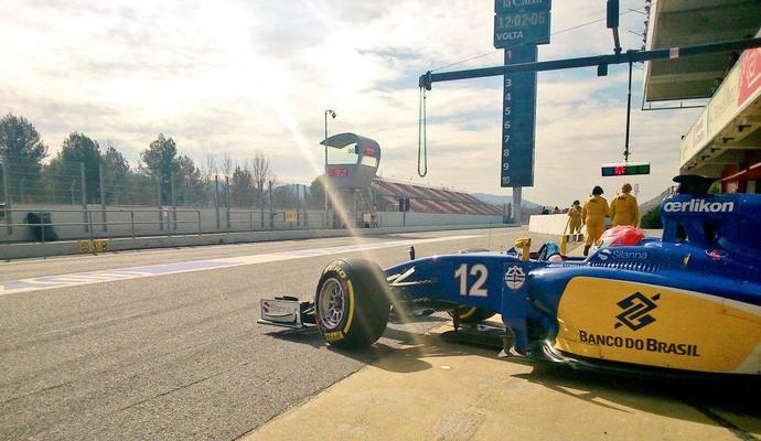 Felipe Nasr leva a Sauber para a pista de Barcelona durante o último dia de testes da pré-temporada (Foto: Divulgação)