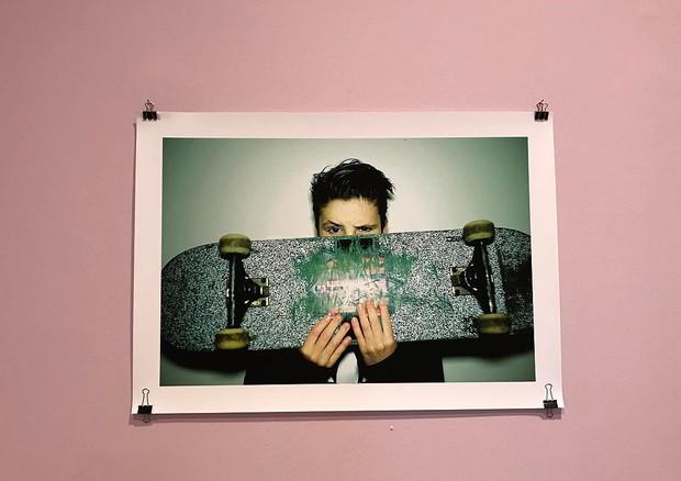 Imagem do livro de Brooklyn Beckham, exposta na casa de leilões Christie's, em Londres (Foto: reprodução/instagram)