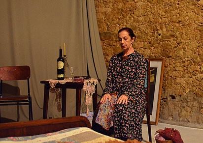 Madame Francinet é uma faxineira que recebe uma grande proposta (Foto: Divulgação)