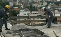 Defesa Civil aciona Bombeiros para retirar madeira em obra paralisada (Bombeiros/Divulgação)