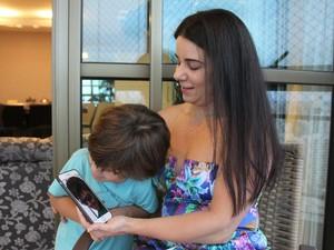 Caçula de Ana Karina, Gabriel teve o primeiro contato com o irmão mais velho através da internet (Foto: Aldo Carneiro/Pernambuco Press)