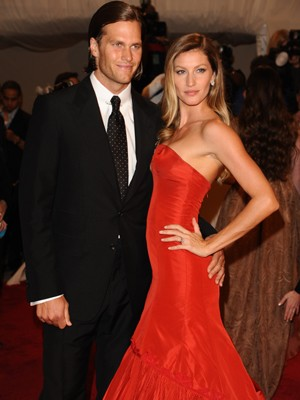 Tom Brady e Gisele Bündchen no baile do Metropolitan Museum, em Nova York. (Foto: AP)
