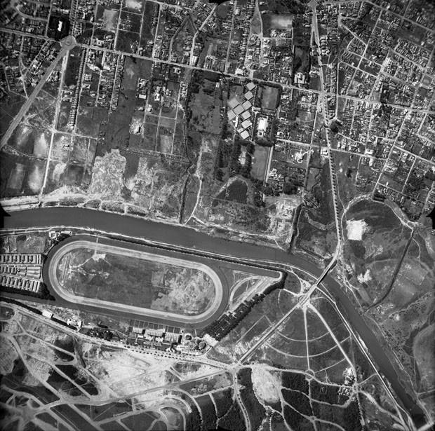 Vista aérea do Rio Pinheiros, produzido pela São Paulo Tramway, Light & Power Co. Ltd, tirada em 1948 (Foto: Acervo Fundação Energia e Saneamento)