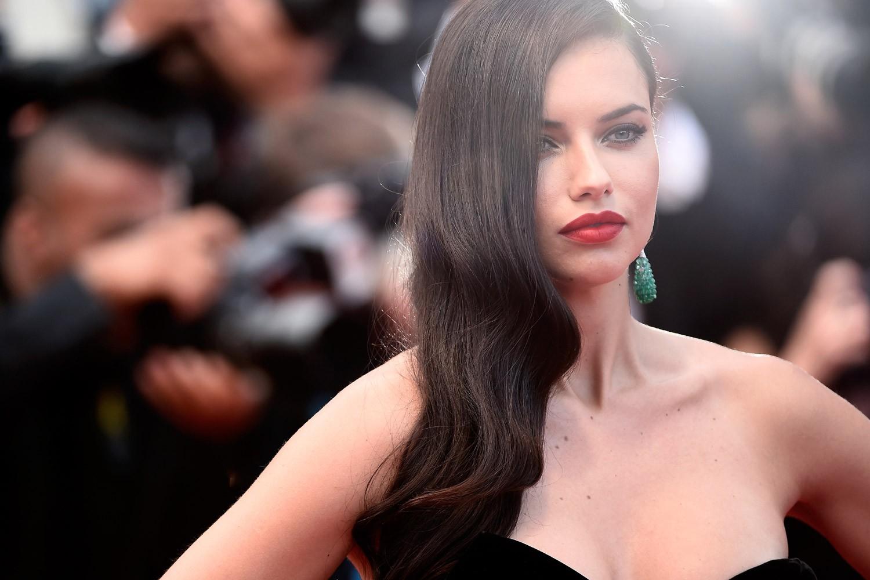 Adriana Lima será estrela da estreia da Carmen Steffens em uma semana de moda (Foto: Getty Images)