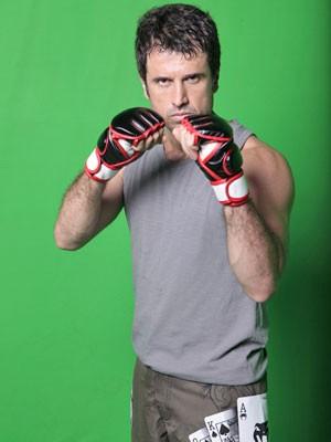 Eriberto intensifica treino e musculação para interpretar Ulisses, em Guerra dos Sexos (Foto: Guerra dos Sexos/ TV Globo)