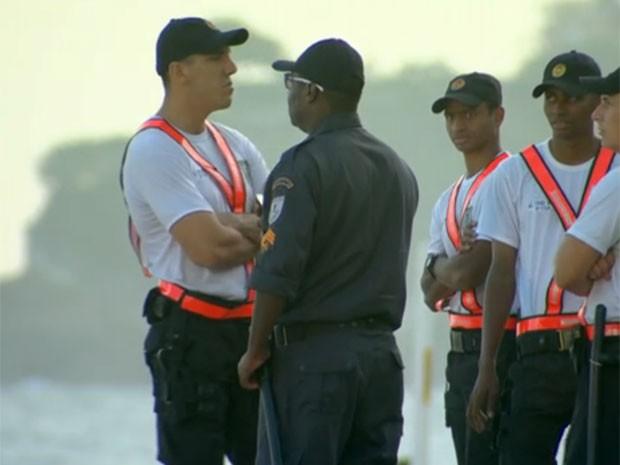 Calor atípico fez a PM antecipar operação realizada sempre no verão carioca. (Foto: TV Globo / Reprodução)