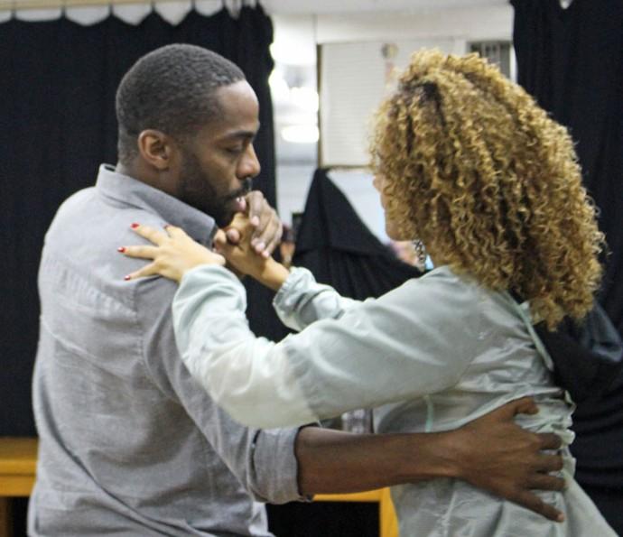 Lázaro e Taís ensaiam nova coreografia de Mister Brau (Foto: Thaís Dias/Gshow)