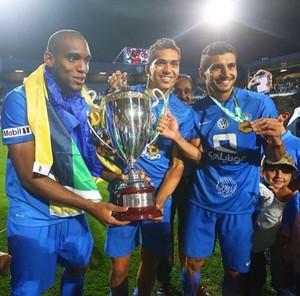 Digão, Carlos Eduardo e Aílton troféu Supercopa da Arábia Saudita (Foto: Divulgação)