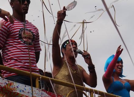 Elymar Santos agita carnaval do Morro do Alemão em Salve Jorge