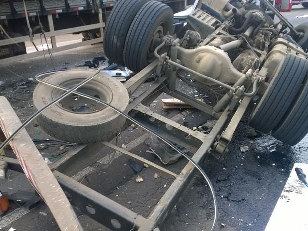 Acidente na BR-153 aconteceu na manhã desta quinta-feira (8) (Foto: Corpo de Bombeiros/Divulgação)