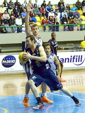 Murilo Becker, do Bauru Basquete, contra Mogi das Cruzes, no Paulista de Basquete (Foto: Caio Casagrande / Bauru Basket)