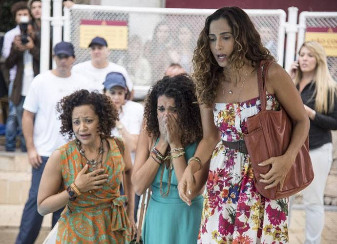 Regina, Gabi e Dora se desesperam com o acidente (Foto: Raphael Dias/Gshow)