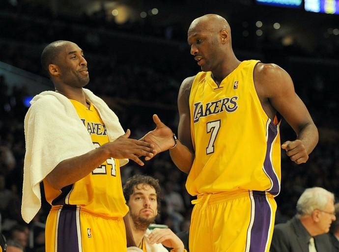Kobe Bryant e Lamar Odom em campanha do título de 2009 do Los Angeles Lakers (Foto: Getty Images)