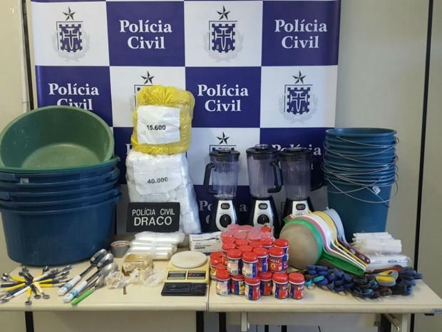 Laboratório estava instalado em uma casa no bairro da Mangabeira, em Salvador (Foto: Divulgação: Polícia Civil)