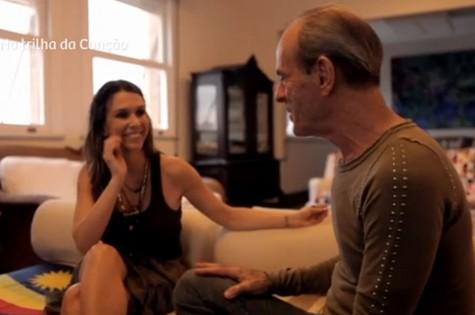 Sarah Oliveira entrevista Ney Matogrosso (Foto: Reprodução)