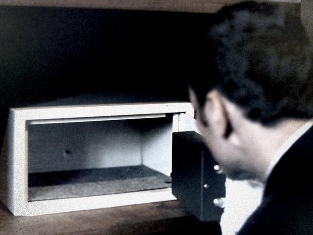 Na teoria do delegado, Bruno teria feito uma busca atrás do dossiê (Foto: O Rebu / TV Globo)