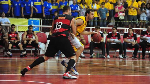 MVP do último NBB, Murilo voltou de lesão, mas contribuiu pouco: dois pontos em oito minutos (Foto: Cláudio Capucho/ Divulgação PMSJC)