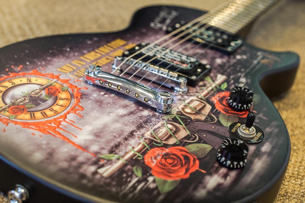 Guitarra Epiphone do Guns N' Roses vai a leilão (Foto: Divulgação/iArremate)