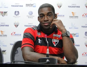 Gustavo, novo zagueiro do Atlético-GO (Foto: Divulgação / Site Oficial do Atlético-GO)