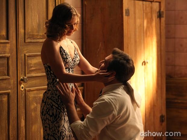 Toni vibra com a novidade de Hilda (Foto: Pedro Curi/ TV Globo)