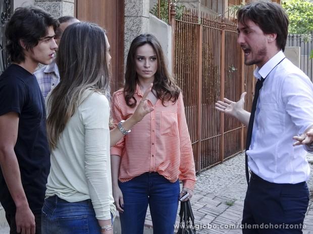"""Marcelo flagra """"novo casal"""" e se enfurece com a ex-noiva (Foto: Além do Horizonte/TV Globo)"""