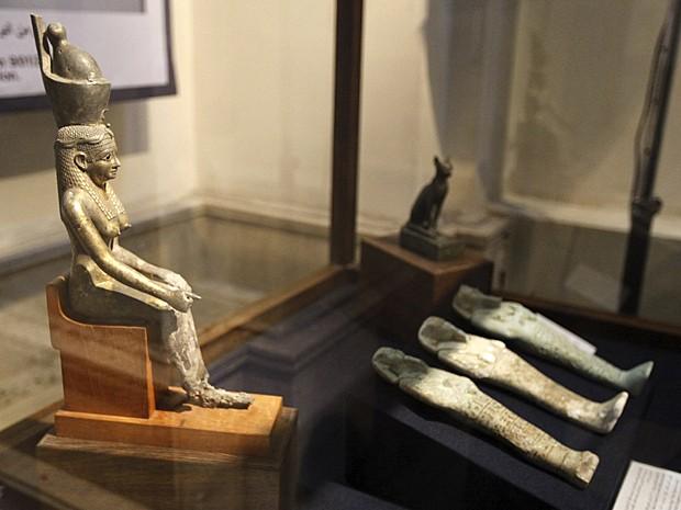 Exposição com 29 objetos inclui 11 que haviam sido roubados em 28 de janeiro de 2011  (Foto: Mohamed Abd El Ghany/Reuters)