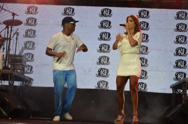 Ivete Sangalo e Márcio Vitor, do Psirico, em show em Salvador, na Bahia (Foto: Fred Pontes/ Divulgação)