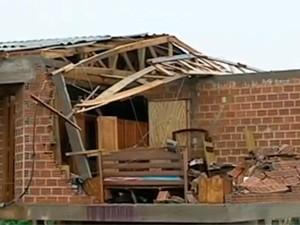 Chuva provocou danos em diversas cidades do Rio Grande do Sul (Foto: Reprodução/RBS TV)