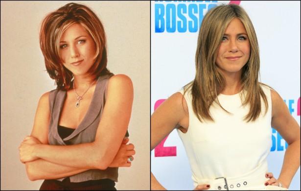 Vamos agora ver como ficaram os astros e estrelas da sitcom 'Friends' (1994–2004), um marco na teledramaturgia da década de 90. A começar por Jennifer Aniston, que fazia a Rachel. Na foto à esquerda, de 1995, a atriz está em seus 26 anos. Hoje tem 45. (Foto: Getty Images)