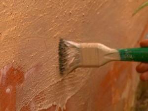 Tinta de terra é utilizada nas paredes da casa em Caconde (Foto: Rodrigo Sargaço/EPTV)